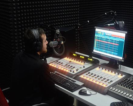 Radyo Odası Akustik Sünger Uygulaması